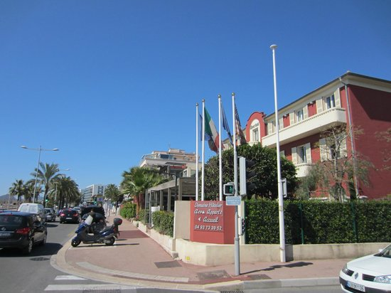 Aeva Hotel: View of the hotel from the street.