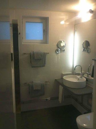 Clarion Collection Tapto: Very spacious bathroom