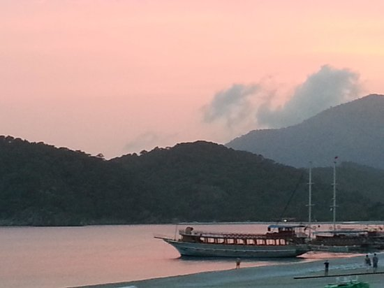 Blue Lagoon Hotel: beach sunset