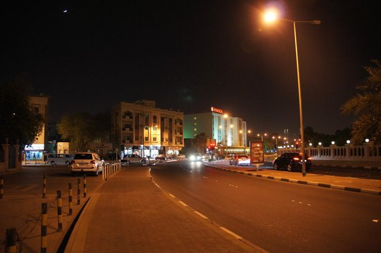 Ramada Hotel Bahrain: Ramada at Night