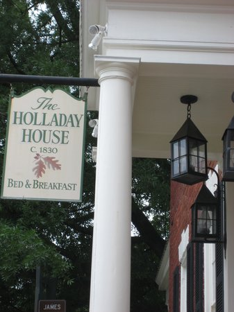 Holladay House Bed and Breakfast: Front of B&B