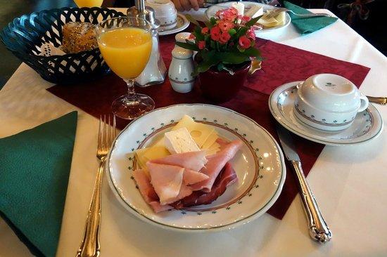 Hotel Bavaria: Breakfast