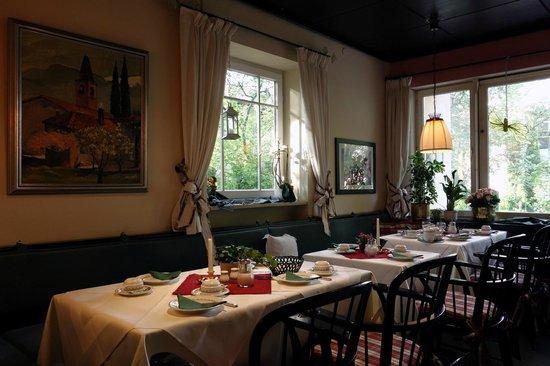 Hotel Bavaria: Dining