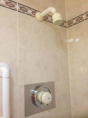Hilton Milton Keynes: Old shower