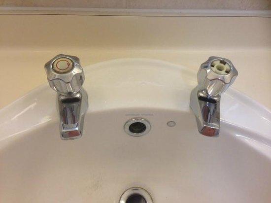 Hilton Milton Keynes: Broken taps