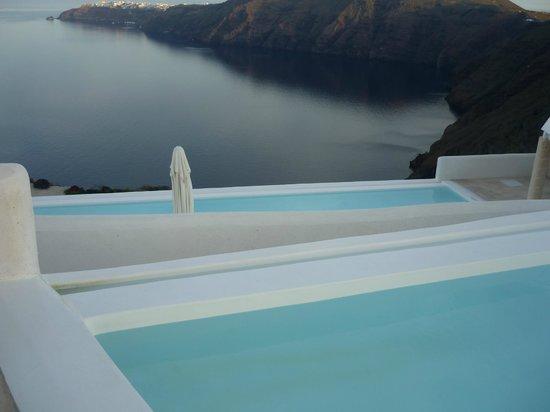 Rocabella Santorini Hotel & Spa : Piscines Infinity