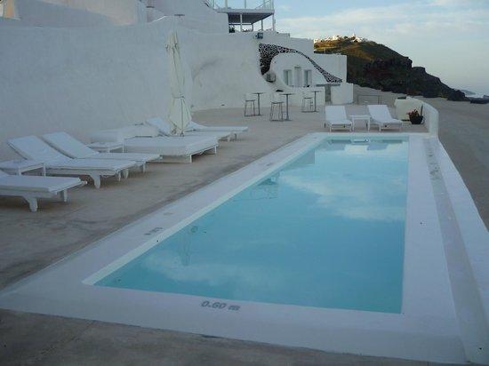 Rocabella Santorini Hotel & Spa : Piscine avec vue sur la mer et notre suite