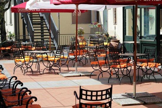 Hotel Italia : la terrazza oltre la veranda