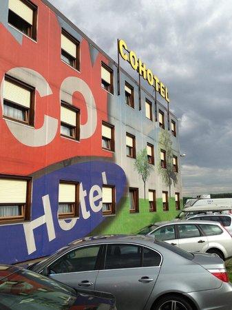 Cohotel: Co-hotel