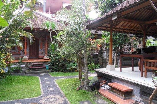 Sayong House : garden