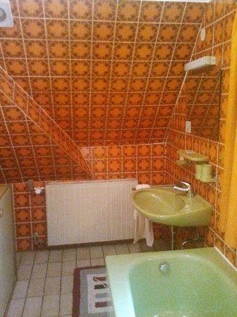 Gasthof Post: Verwinkeltes Badezimmer