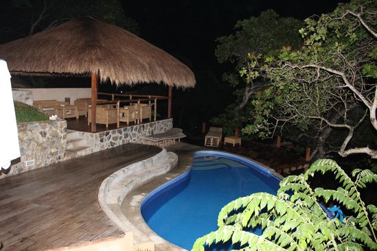 El Nido Overlooking: Pool View at Night