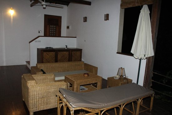 El Nido Overlooking: Dining/Lounge Area