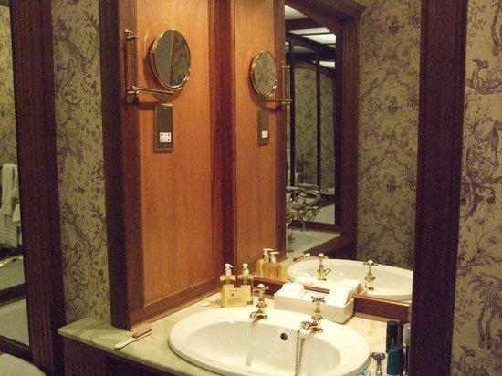 Kinloch House: Bathroom