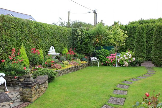 Bay View House Bed & Breakfast: Giardino esterno