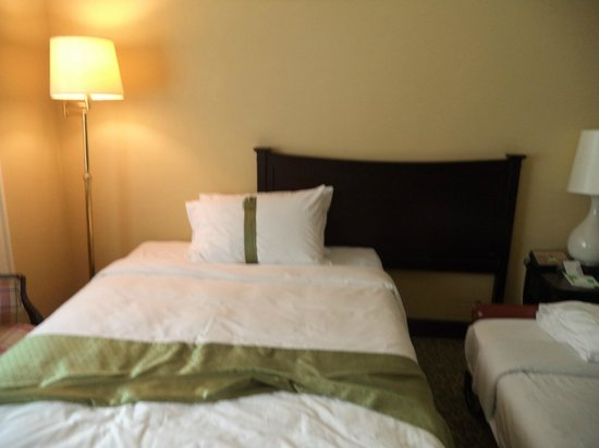 Holiday Inn Bangkok Silom: Pillows (Choose from the pillow menu)