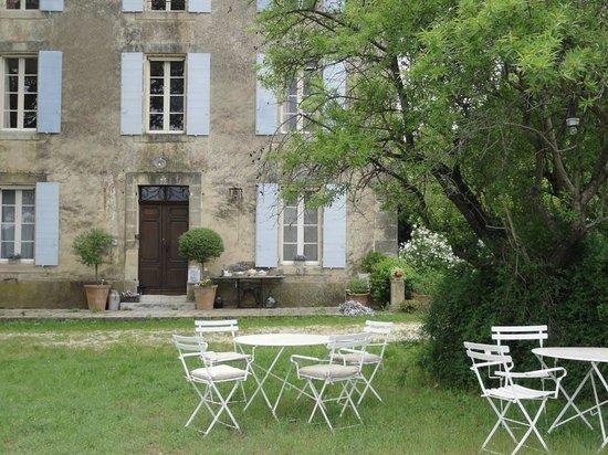 Domaine la Carraire: Essen vor dem Haus