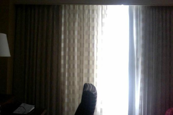 Mystic Marriott Hotel & Spa: There was a gaping hole between curtains