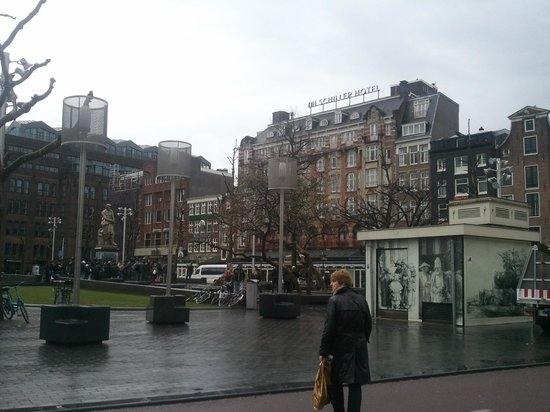 NH Amsterdam Schiller: View to hotel from the Rembrand Square