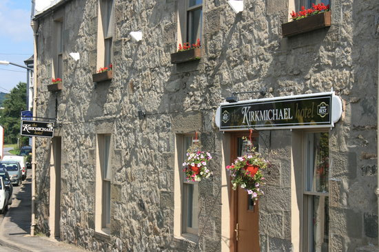 The Kirkmichael Hotel: hotel front