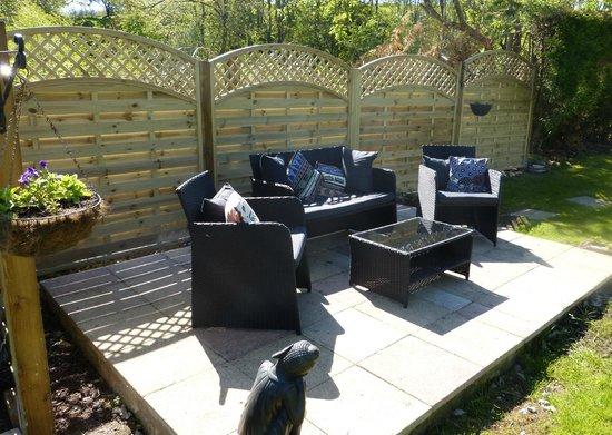 Tudor House: Outdoor lounge