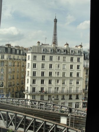 Mercure Paris Tour Eiffel Grenelle Hotel: view during the day