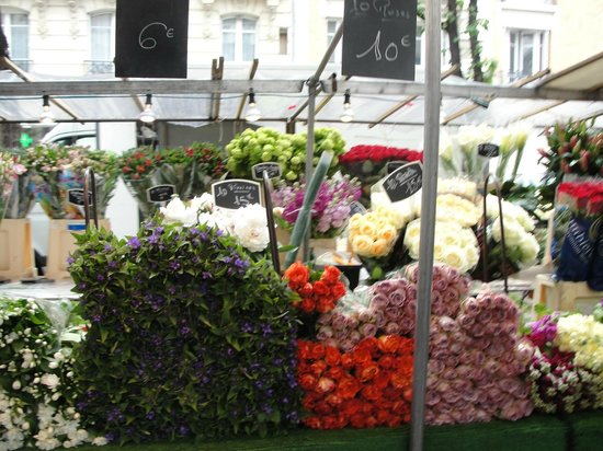 Mercure Paris Tour Eiffel Grenelle Hotel: Market on Sunday