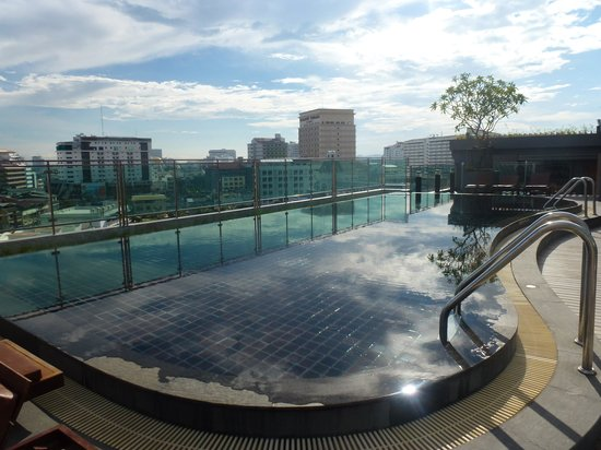The Sun Xclusive Hotel: roof top pool