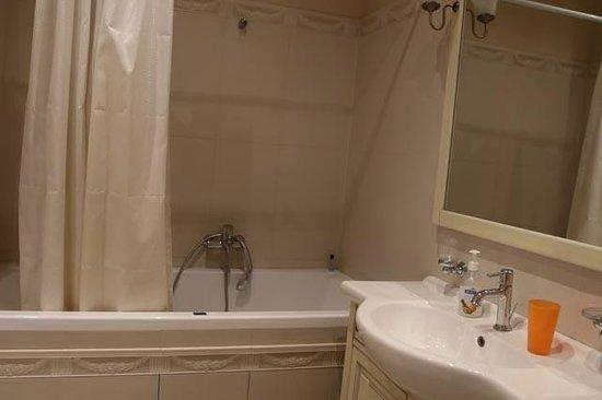 Weekend Inn: salle de bain commune