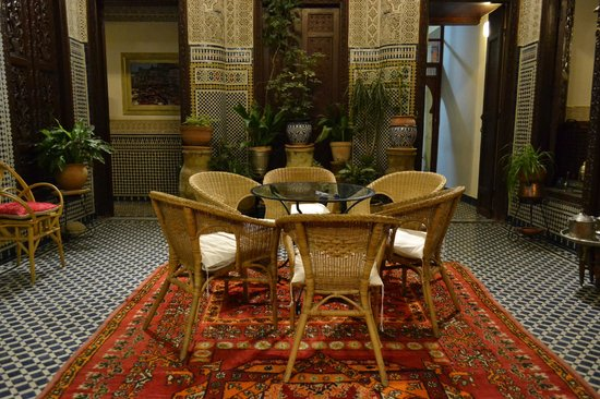 Riad Dar Cordoba: Beautiful central patio where food is served