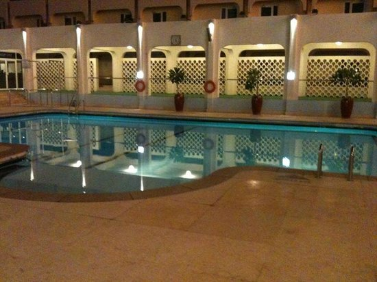 Golden Tulip Bahrain: pool