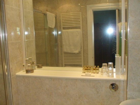 The Millers Guesthouse: Bathroom with a selection of toiletries.