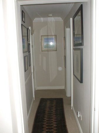 The Millers Guesthouse: View from bedroom into hall