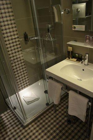 Le Mareuil: Bathroom