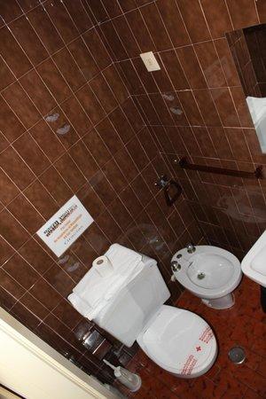 Hostal Andalucia: cuarto de baño completo en cada habitación