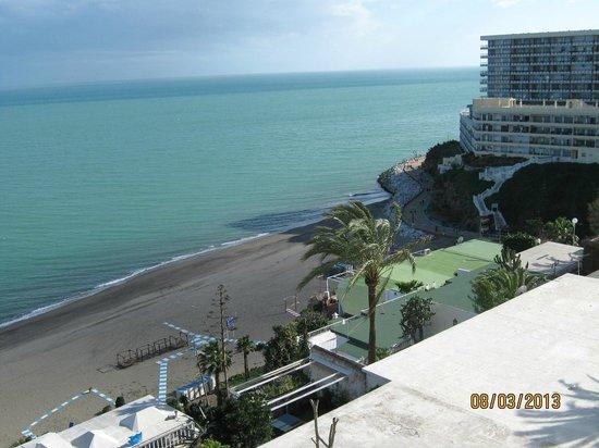 Apartamentos Torre de la Roca : Вид из апартаментов на пляж