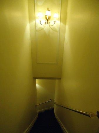 Relais Charles-Alexandre: corredor escada