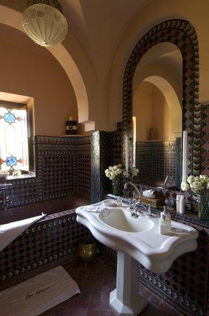 Dar Ayniwen Villa Hotel: Galaxy Suite bathroom
