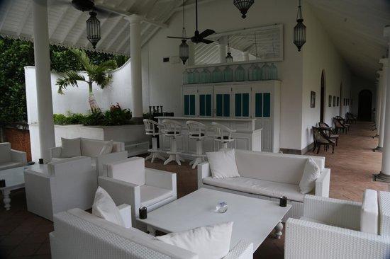 Tamarind Hill by Asia Leisure : Salon avant piscine