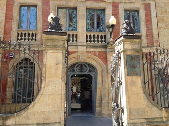 Museo Casa Lis de Art Nouveau y Deco: Front entrance