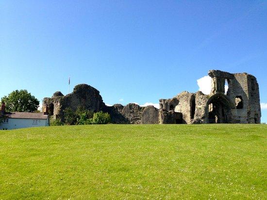 جيلدهول تافيرن - هوتل: Denbigh Castle