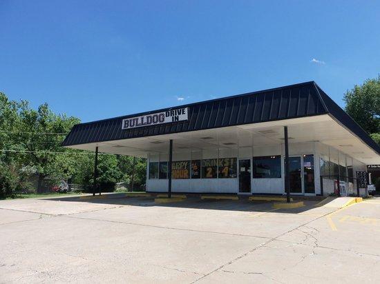 Bulldog Drive-in: Bulldog Diner