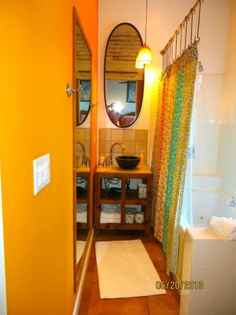 Key West Bed and Breakfast: Bathroom in the Yellow Room