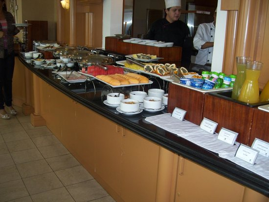 JW Marriott Hotel Quito: good spread in concierge lounge