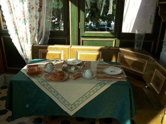 Villa Albori: La veranda per la colazione