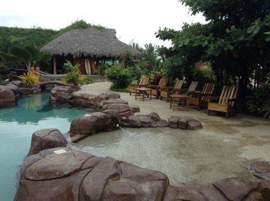 Canoa Beach Hotel: The pool area is lovely