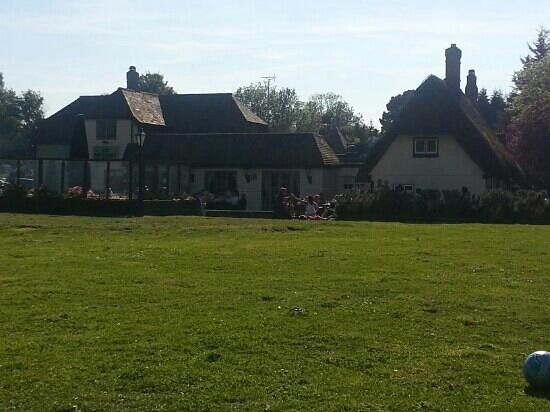 The Three Horseshoes, Spellbrook.: garden view