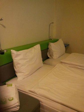 POP! Hotel Sangaji Yogyakarta: Twin bed
