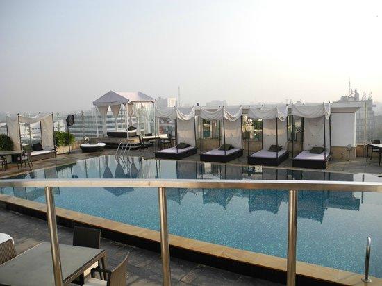 piscina sul terrazzo - Picture of The Park Chennai, Chennai (Madras ...