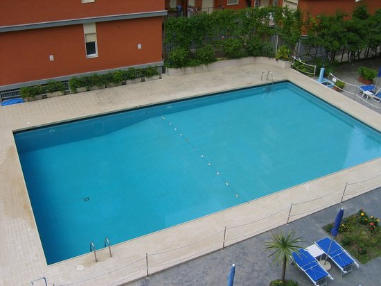 Santa Tecla ApartHotel: View of pool from room 301